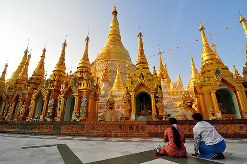 Praying couple @ Shwedagon